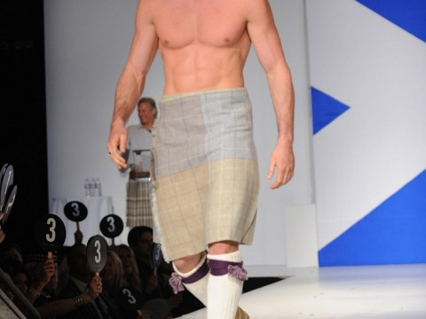 Kelly Brook's ex Thom Evans gets his kit off to wow Hollywood