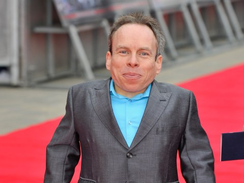 Warwick Davis breaks Remembrance Day silence to plug his new luggage on Twitter
