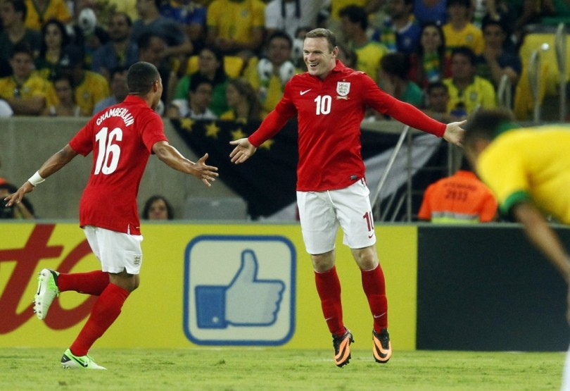 England's Wayne Rooney (C) celebrates his goal with teammate Alex Oxlade-Chamberlain, in front of Brazil's Neymar during their international friendly soccer match at the Maracana Stadium in Rio de Janeiro, June 2, 2013.             REUTERS/Pilar Olivares (BRAZIL - Tags: SPORT SOCCER)