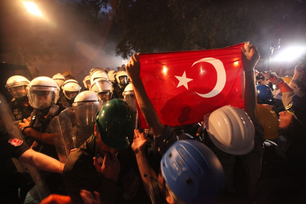Turkey protests – barricades go up after riot police clear park