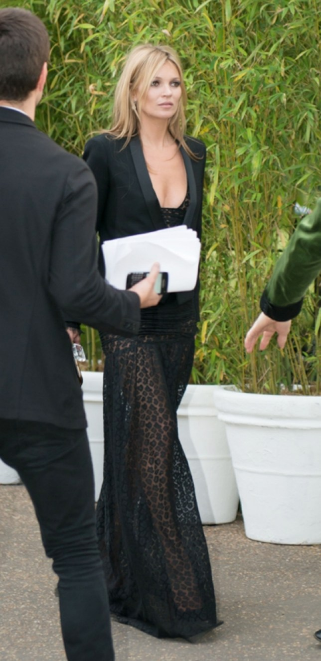 26.JUN.2013 - LONDON - UK KATE MOSS CELEBRITIES PICTURED ARRIVING AT THE SERPENTINE GALLERY FOR THERE ANNUAL SUMMER PARTY.   BYLINE MUST READ : XPOSUREPHOTOS.COM ***UK CLIENTS - PICTURES CONTAINING CHILDREN PLEASE PIXELATE FACE PRIOR TO PUBLICATION *** **UK AND USA CLIENTS MUST CALL PRIOR TO TV OR ONLINE USAGE PLEASE TELEPHONE  44 (0) 208 370 0291 or 1 310 600 4723
