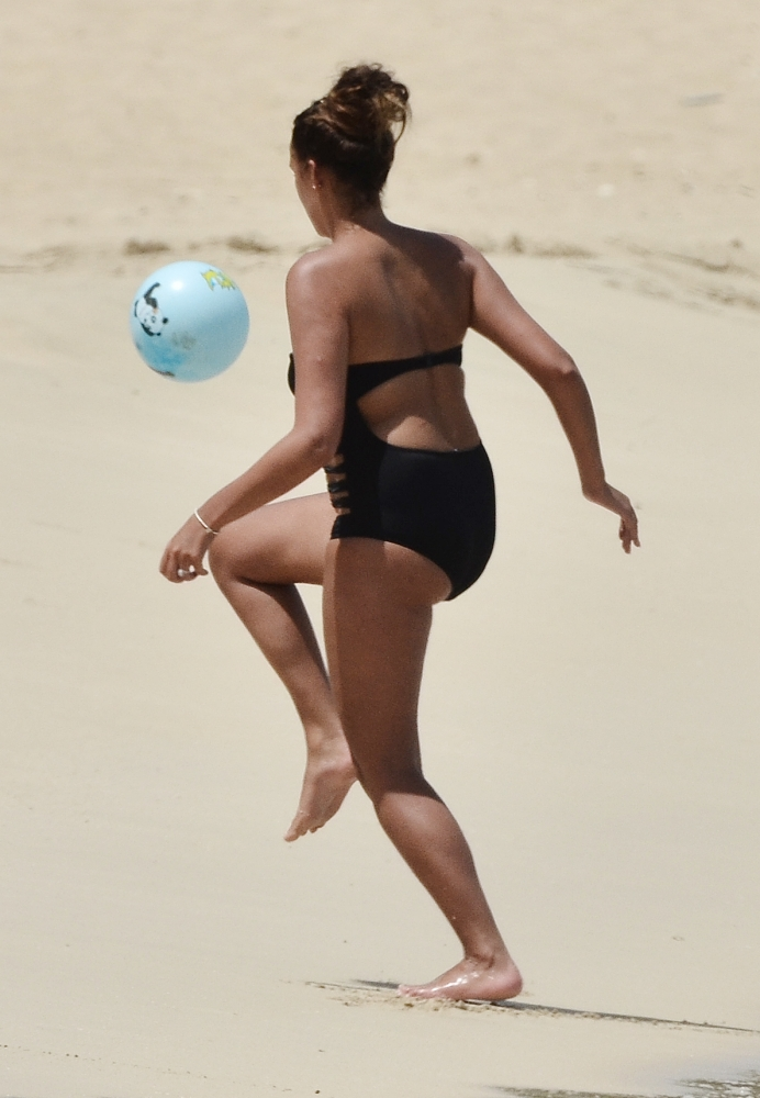 Tekkers! Darron Gibson's wife Danielle shows up hubby with football skills on holiday