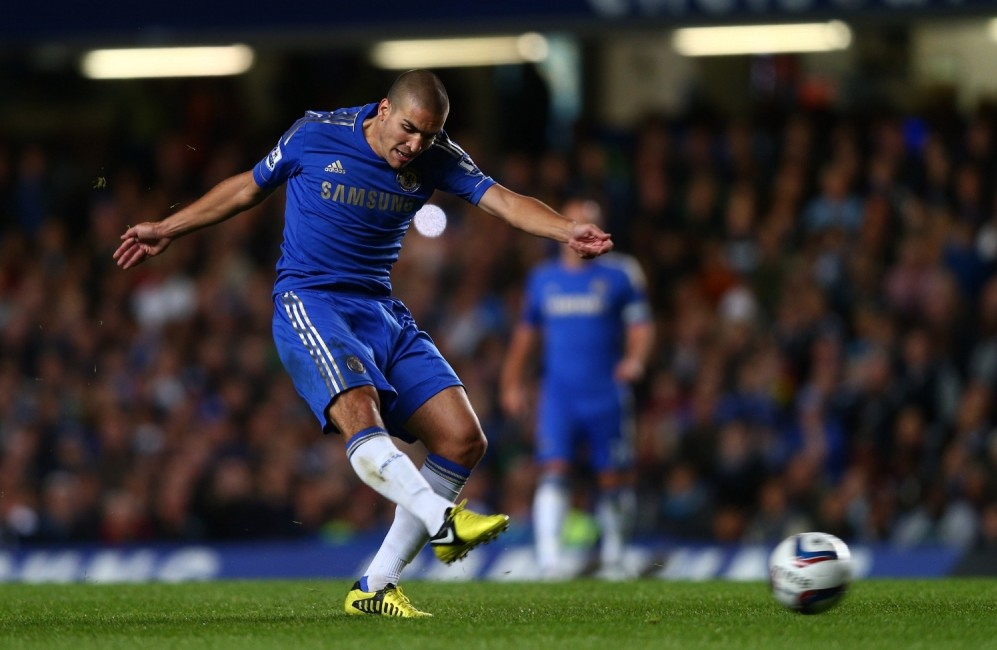 Valencia to make loan move for Chelsea midfielder Oriol Romeu