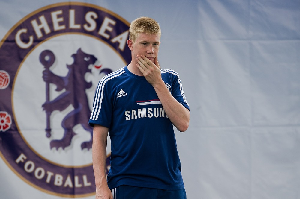 Kevin de Bruyne scores wondergoal for Chelsea before being stretchered off