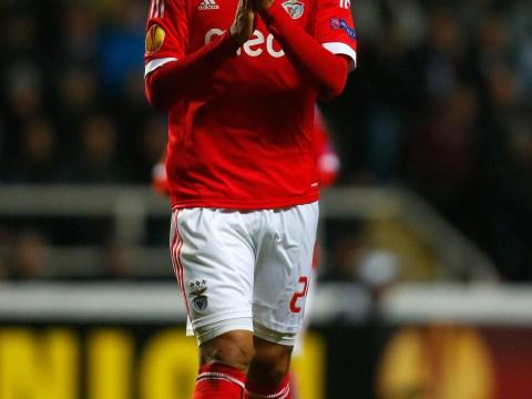 Manchester United to bid for Ezequiel Garay as doubts grow over Nemanja Vidic fitness