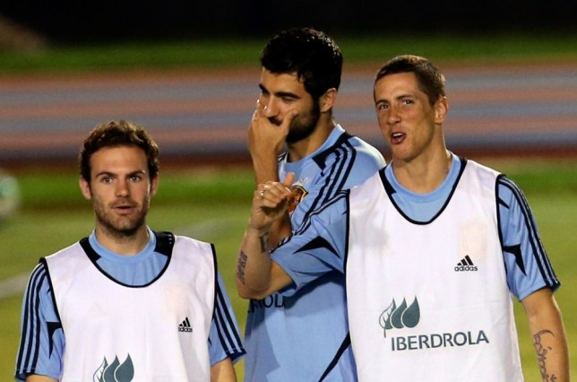 Spain's Juan Mata, Alvaro Arbeloa, Fernando Torres, from left, chat during a training session of Spain national team at the soccer Confederations Cup in Fortaleza, Brazil, Tuesday, June 25, 2013. (AP Photo/Eugene Hoshiko)