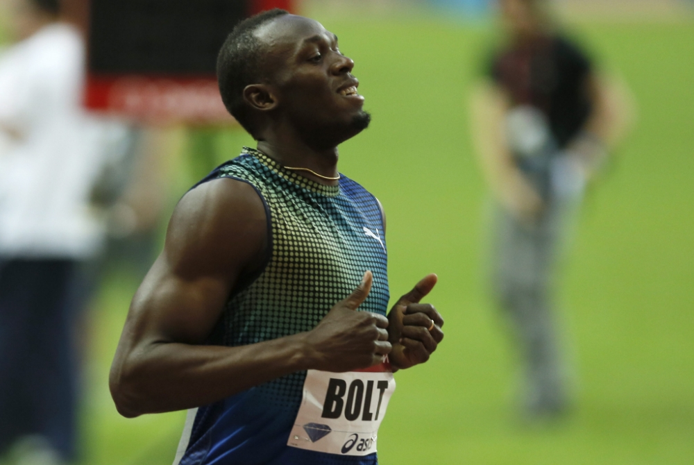 epa03778658 Usain Bolt of Jamaica celebrates winning the men's 200m race during the IAAF Diamond League meeting at the Stade de France in Saint-Denis, near Paris, France, 06 July 2013  EPA/IAN LANGSDON