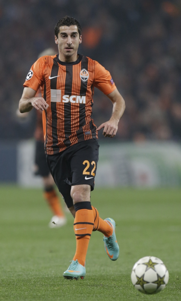 FILE - In this  Oct. 23, 2012 file photo, Henrik Mkhitaryan of Shakhtar Donetsk challenges for the ball during a group E Champions League soccer match against Chelsea FC at Donbas Arena stadium in Donetsk, Ukraine. Borussia Dortmund and FC Shakhtar reached an agreement regarding the transfer of forward Henrik Mkhitaryan to the German club, UEFA's official web site announced Monday July 8, 2013. Borussia Dortmund signed  Armenia forward for 25 million euros, the statement said. (AP Photo/Efrem Lukatsky, File)