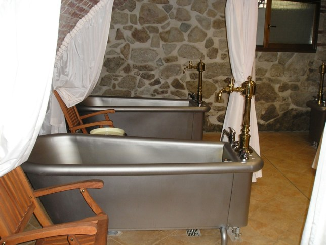 Hotel spa offers new bathtub filled with beer treatment
