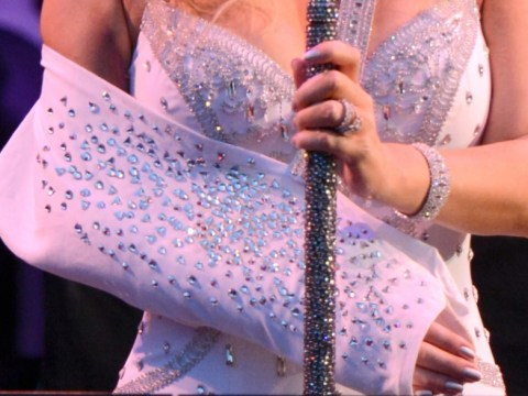 Mariah Carey doesn't let dislocated shoulder cramp her style at Sandy Relief concert