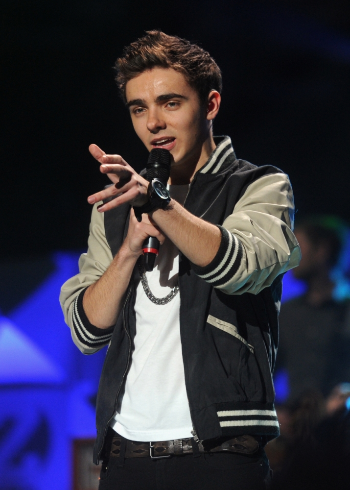 The Wanted's Nathan Sykes takes to Twitter to defend Justin Bieber