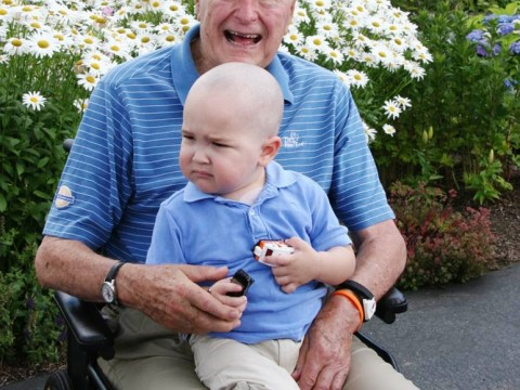Former US president George HW Bush shaves his head to support cancer-stricken boy