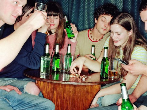 Men get hammered… but women get tipsy: How sexes discuss alcohol consumption