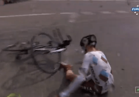 Tour de France 2013: Jean-Christophe Peraud crashes with broken collarbone and abandons in agony – video