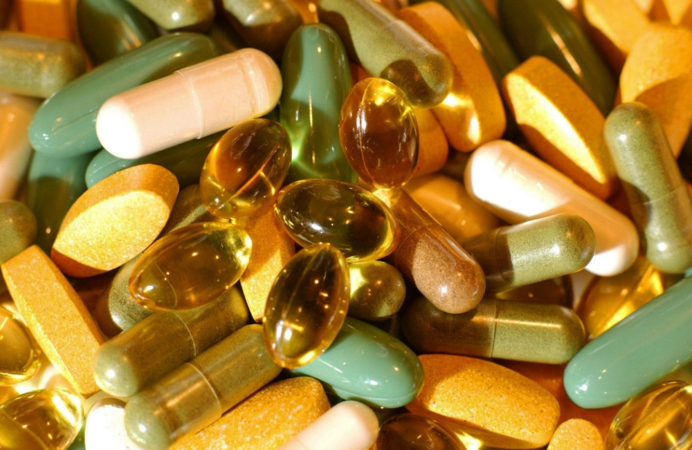 A general view of tablets and capsules. he fate of controversial new European laws which could outlaw thousands of vitamin and mineral supplements will be decided, Tuesday July 12, 2005. The rules, due in force in August, are designed to tighten controls on the growing market in products sold under the health food heading - natural remedies, vitamin supplements and mineral plant extracts. See PA story EU Vitamins. PRESS ASSOCIATION photo. Photo Credit should read: Fiona Hanson/PA