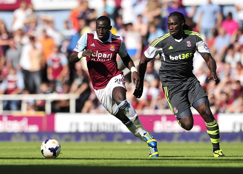 West Ham United's Senegalese midfielder Mohamed Diame (L) vies with Stoke City's Trinidadian striker Kenwyne Jones (R) during the English Premier League football match between West Ham United and Stoke City at at the Boleyn Ground, Upton Park, in east London on August 31, 2013. Stoke won the game 1-0. AFP/Getty Images