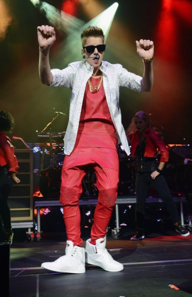 Justin Bieber fuming after 'splif' picture leaks online | Metro News