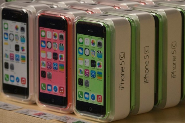 Cheap iPhone 5c: Buying from online retailers could save you money