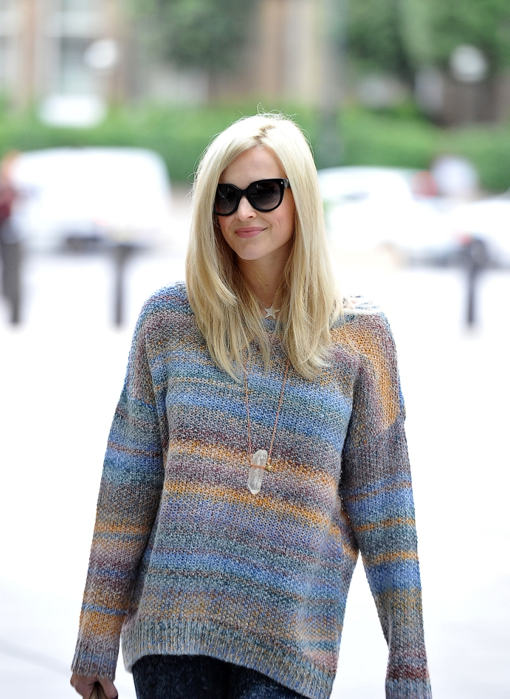 2 September 2013 - LONDON - UK  FEARNE COTTON ARRIVING AT BACK AT RADIO ONE AFTER HER MATERNITY LEAVE TO CO HOST WITH NICK GRIMSHAW. BYLINE MUST READ : XPOSUREPHOTOS.COM  ***UK CLIENTS - PICTURES CONTAINING CHILDREN PLEASE PIXELATE FACE PRIOR TO PUBLICATION ***  **UK AND USA CLIENTS MUST CALL PRIOR TO TV OR ONLINE USAGE PLEASE TELEPHONE  44 (0) 208 370 0291 or 1 310 600 4723