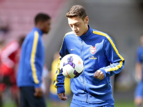 Mesut Ozil marks Arsenal debut with assist as Olivier Giroud gives Gunners lead