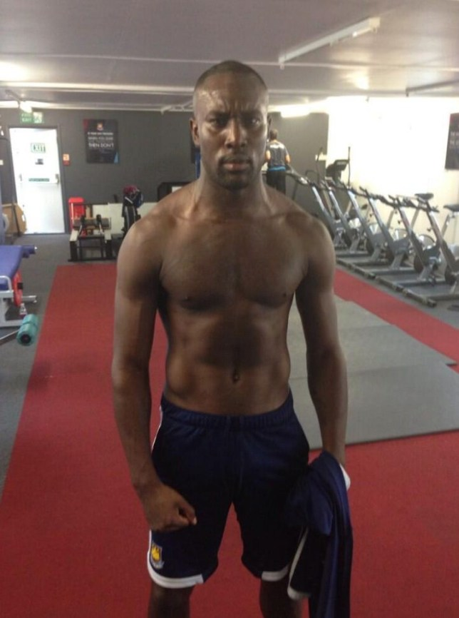 Carlton Cole has been taking snapshots of himself in the gym (Picture: Twitter/@CarltonCole1)
