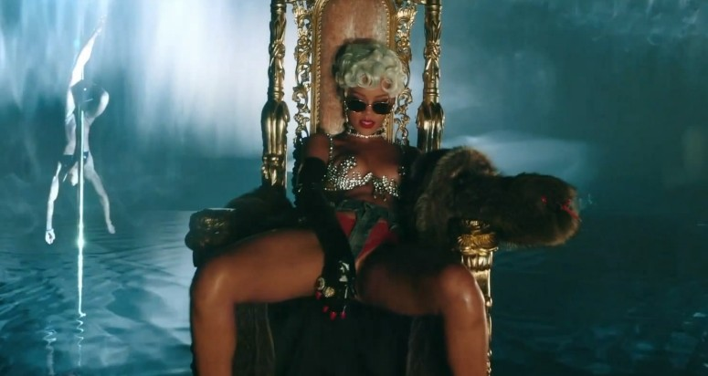 Rihanna sexier than ever in explicit Pour It Up video