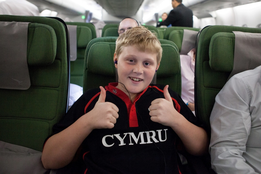 Boy separated from family for 18 months due to fear of flying returns home after hypnosis