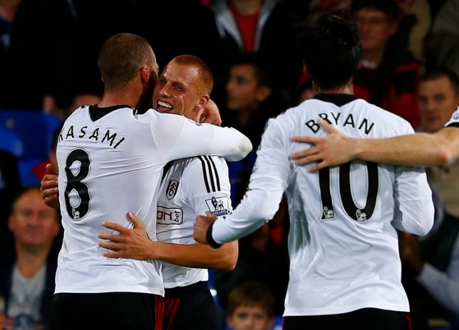 "Fulham's Steve Sidwell (C) celebrates his goal against Crystal Palace with teammates Pajtim Kasami (L) and Bryan Ruiz during their English Premier League soccer match at Selhurst Park in London October 21, 2013.  REUTERS/Eddie Keogh (BRITAIN - Tags: SPORT SOCCER) NO USE WITH UNAUTHORIZED AUDIO, VIDEO, DATA, FIXTURE LISTS, CLUB/LEAGUE LOGOS OR ""LIVE"" SERVICES. ONLINE IN-MATCH USE LIMITED TO 45 IMAGES, NO VIDEO EMULATION. NO USE IN BETTING, GAMES OR SINGLE CLUB/LEAGUE/PLAYER PUBLICATIONS. FOR EDITORIAL USE ONLY. NOT FOR SALE FOR MARKETING OR ADVERTISING CAMPAIGNS"