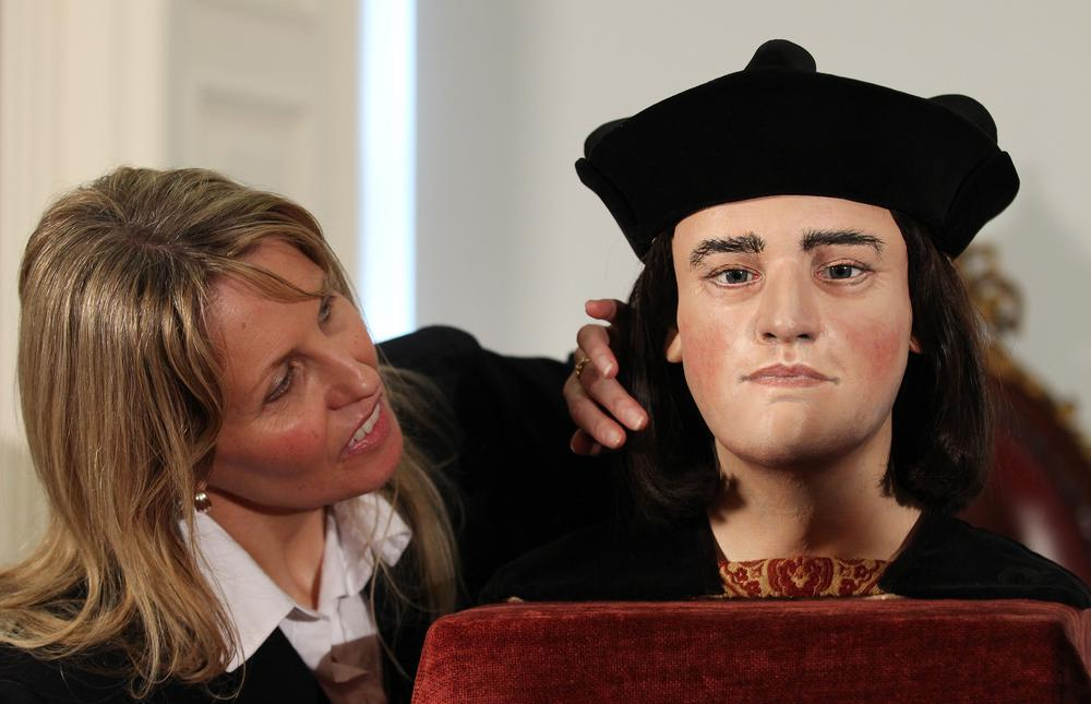 Here's a solution to the Richard III standoff: Share his remains
