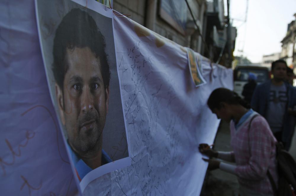 Wankhede Stadium erupts as Sachin Tendulkar is dismissed for 74 – video