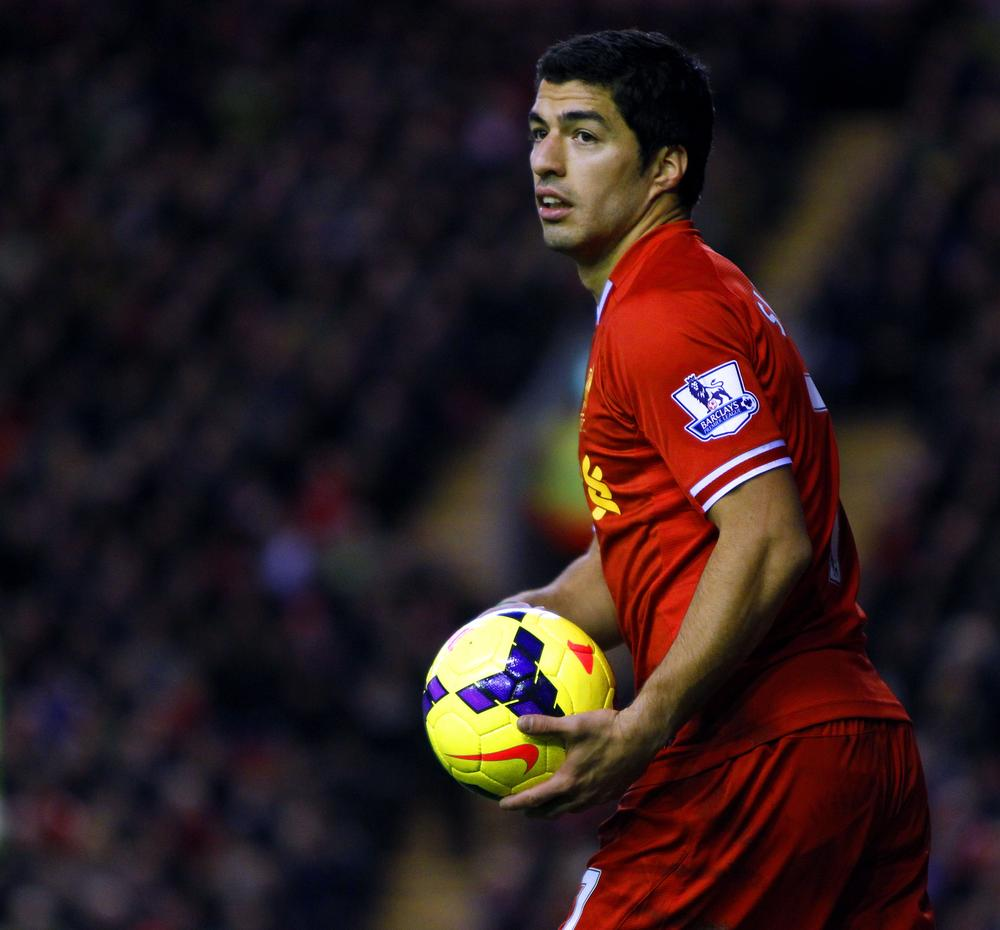 Kenny Dalglish: Keeping Luis Suarez is crucial for Liverpool's title hopes