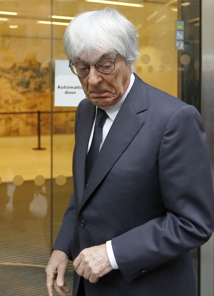 Bernie Ecclestone bamboozled by a revolving door at the High Court  – video