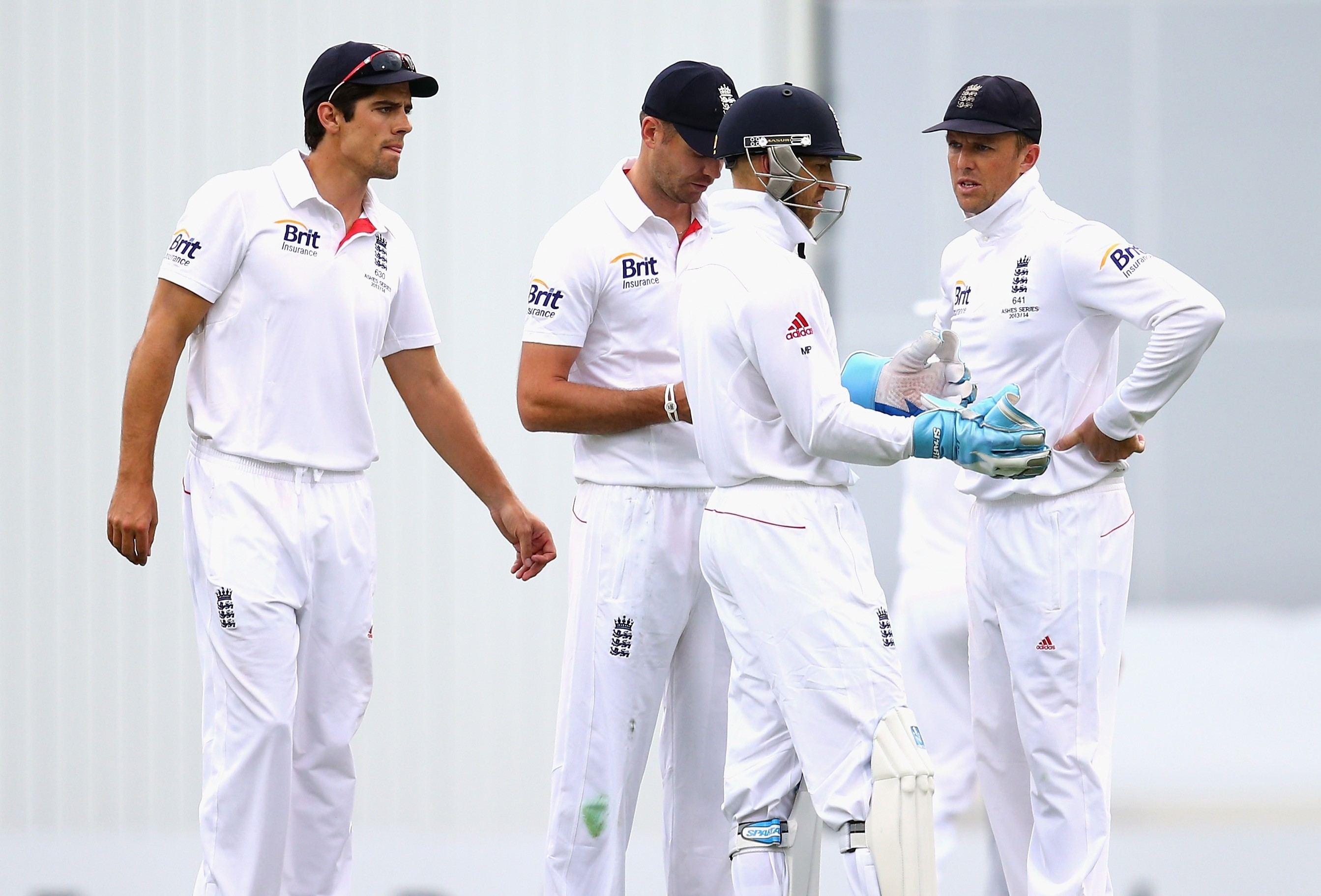 Ashes 2013-14: England face defeat in first Test after shocking batting collapse