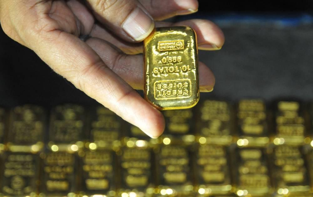 Gold bars worth £680,000 found in plane toilet
