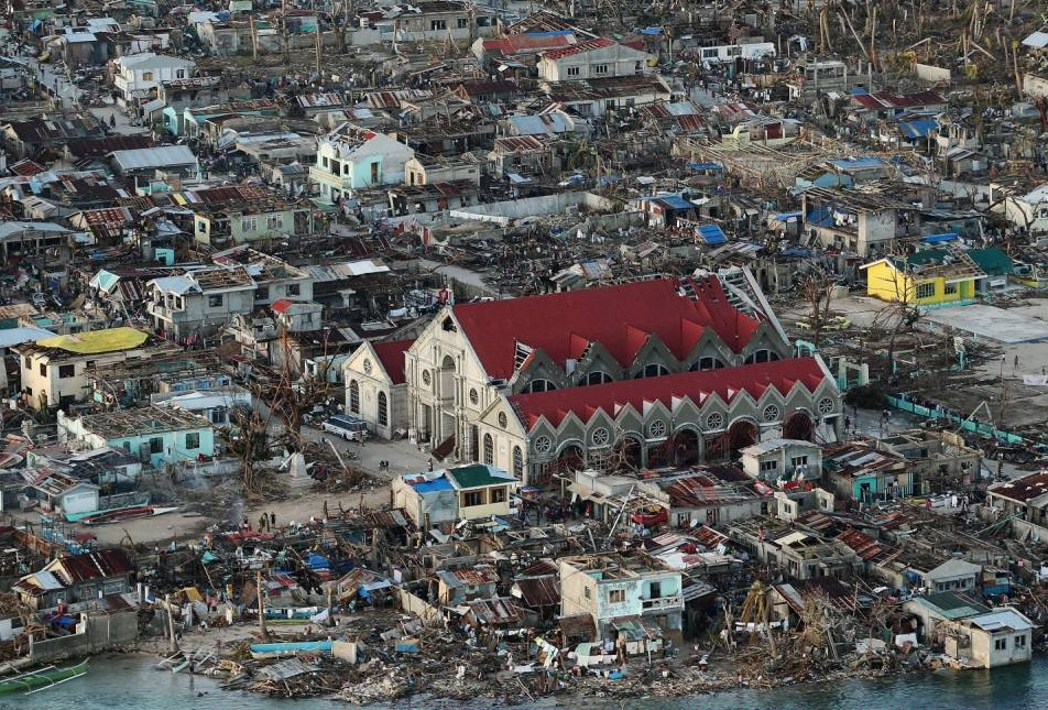 Aid starts to trickle in as city worst hit by typhoon buries dead