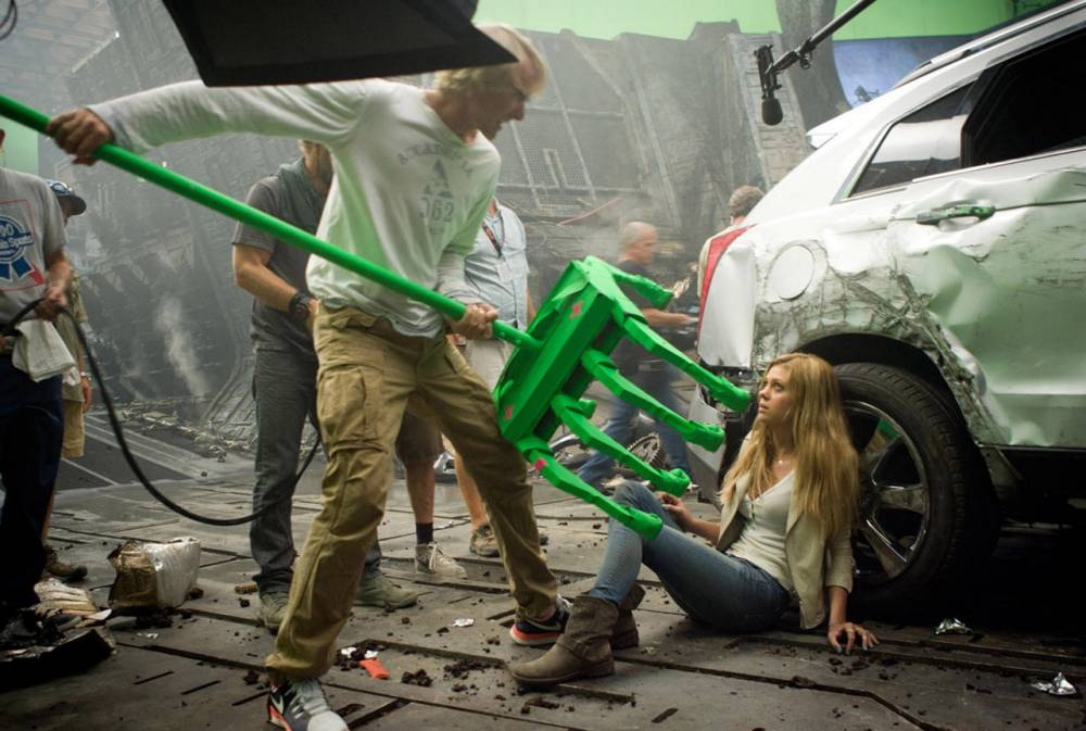 Transformers: Age of Extinction nMICHAEL BAY DIRECTS Nicola Peltz tnREF NO : 74018nFOR EDITORIAL USE ONLY