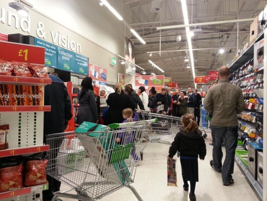 Black Friday Uk Sales Lead To Chaotic Scenes And At Least One Arrest At Asda In Bristol Metro News
