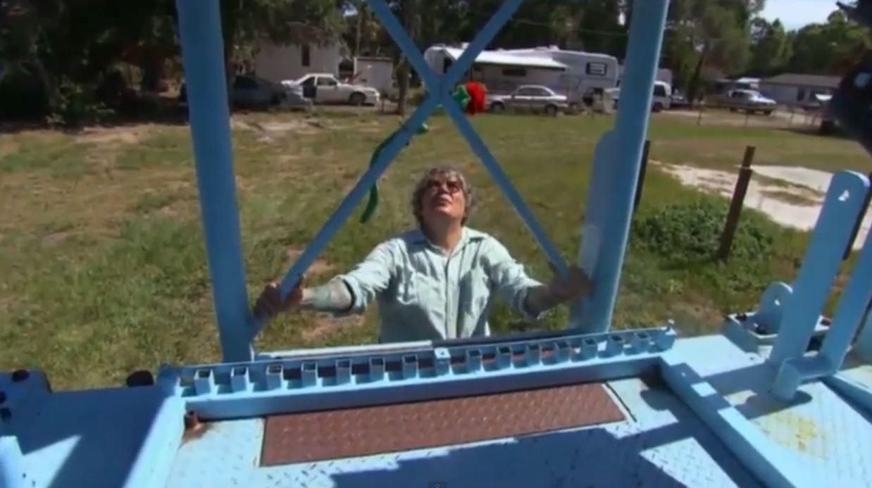 Linda Ducharme: US woman marries giant Ferris wheel named Bruce