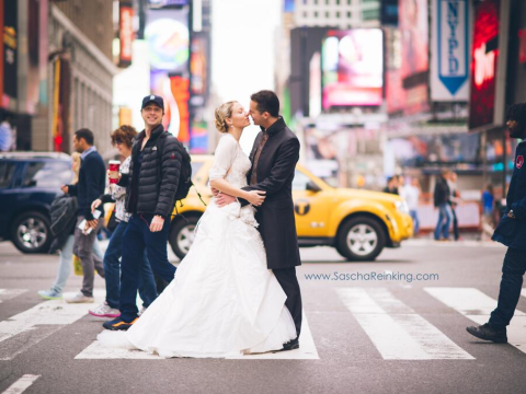 Scrubs star Zach Braff photobombs newlyweds' New York shoot