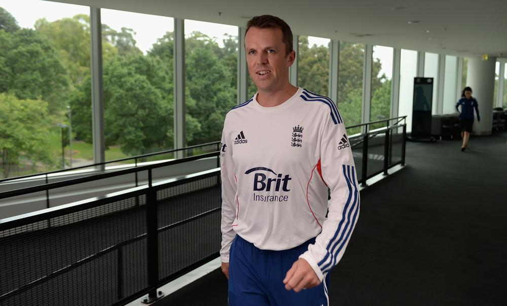 England fans question 'quitter' Graeme Swann's decision to retire on Twitter