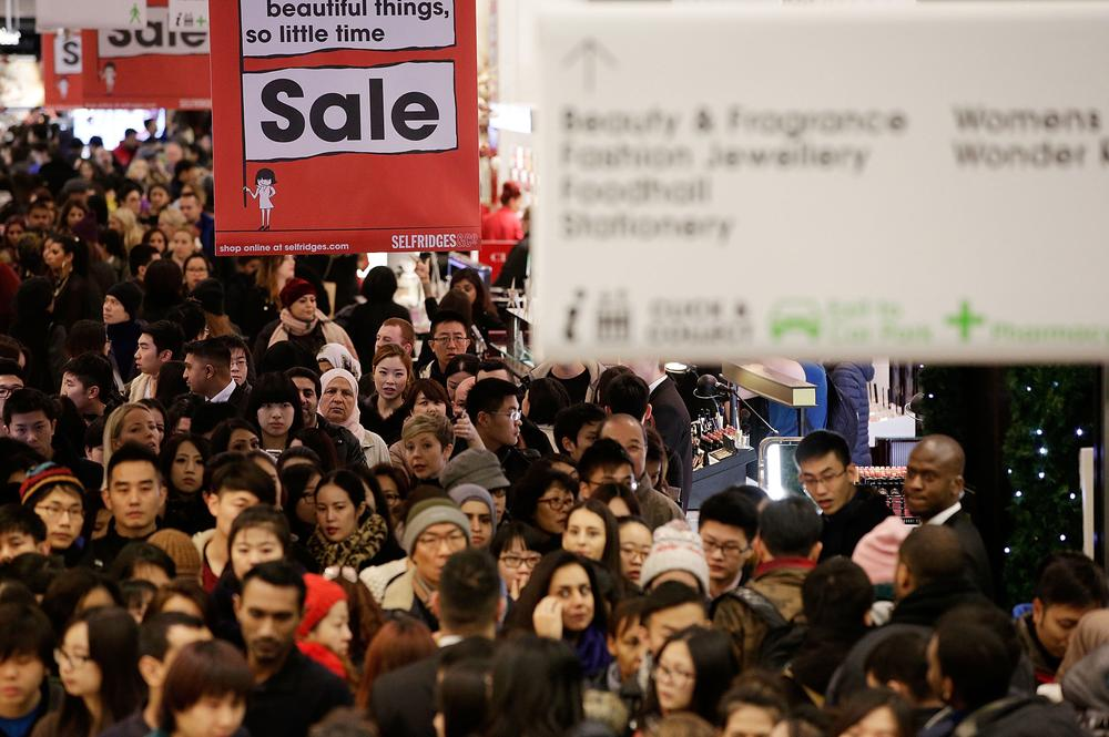 Boxing day sales: Thousands queue outside Selfridges overnight