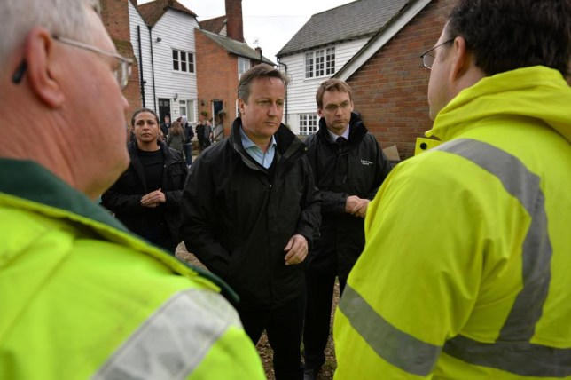 UK weather: David Cameron confronted by angry flood victim on visit to Yalding in Kent