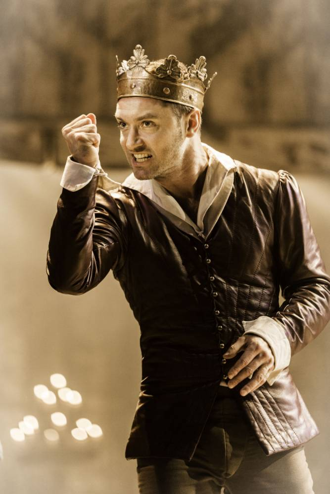 Jude Law as Henry V at the Noel Coward Theatre     (Picture: Johan Persson)