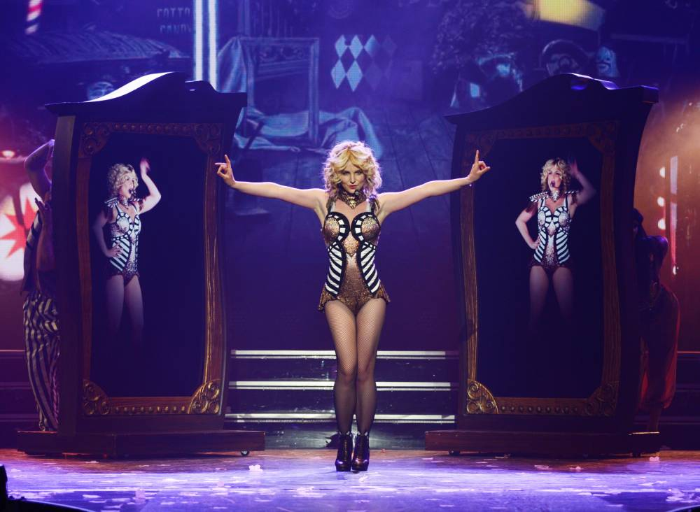 Oops! Britney Spears forgets to sing… again
