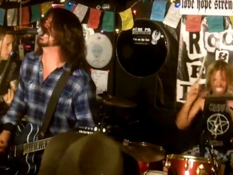Watch Foo Fighters play a surprise show in a pizza parlour