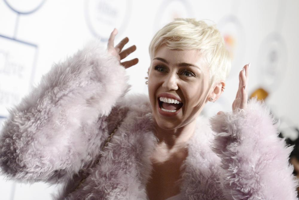 Miley Cyrus pokes fun at pre-Grammys bash audience: 'I hope y'all feel better than you look!'