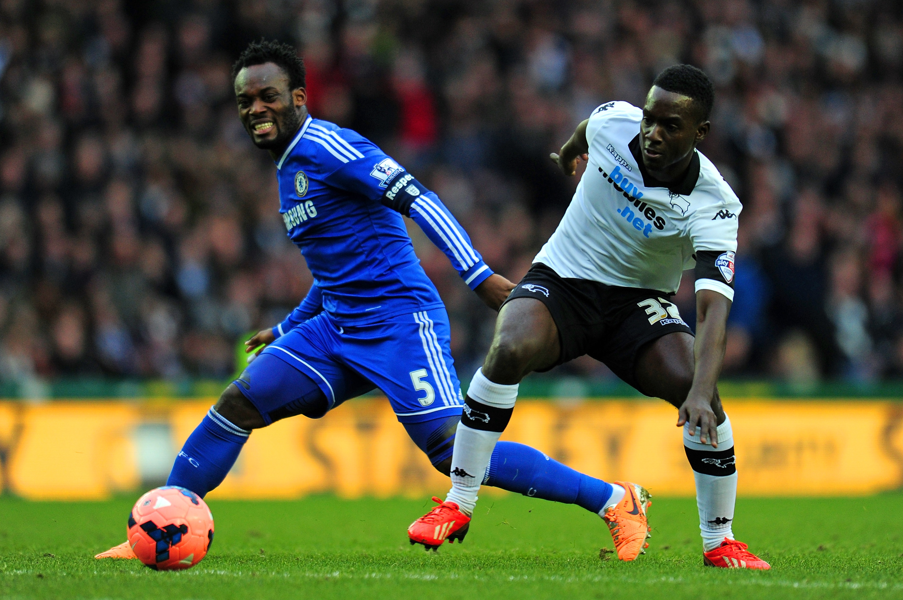 Chelsea offer Michael Essien huge pay off to complete AC Milan transfer