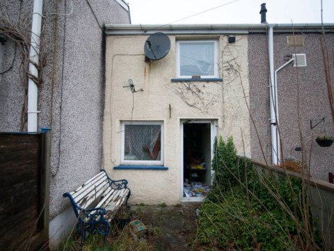 UK's 'cheapest house' goes under the hammer for £8,000