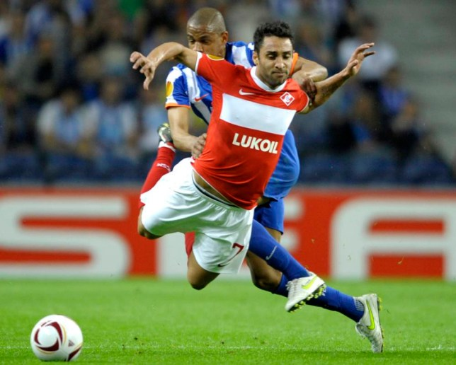 FC Porto's midfielder from Brazil Fernando Reges (L) vies with Spartak  s Brazilian midfielder Ibson (R) during their UEFA Europa League quarter finals first leg football match at the Dragao Stadium in Porto, on April 7, 2011. AFP PHOTO / MIGUEL RIOPA (Photo credit should read MIGUEL RIOPA/AFP/Getty Images)