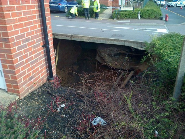 Hemel Hempstead sinkhole: Homes evacuated after 20ft hole appears in Hertfordshire